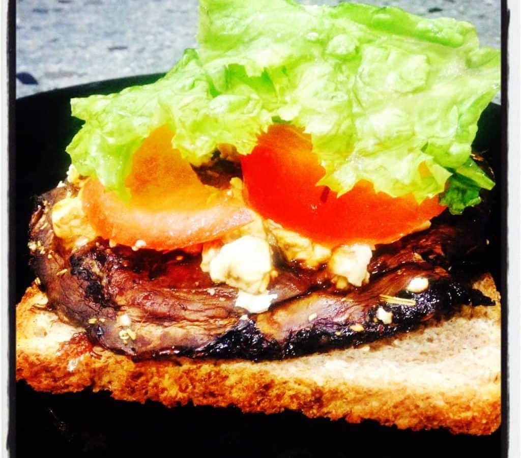 35 Mouthwatering Mushroom Recipes: MOUTHWATERING MUSHROOM BURGER