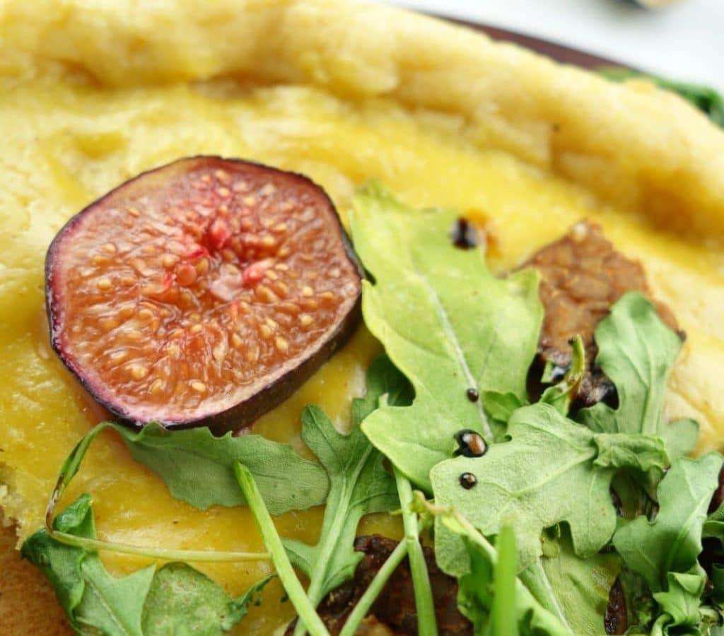 Tempeh, Fig, Arugula Pizza